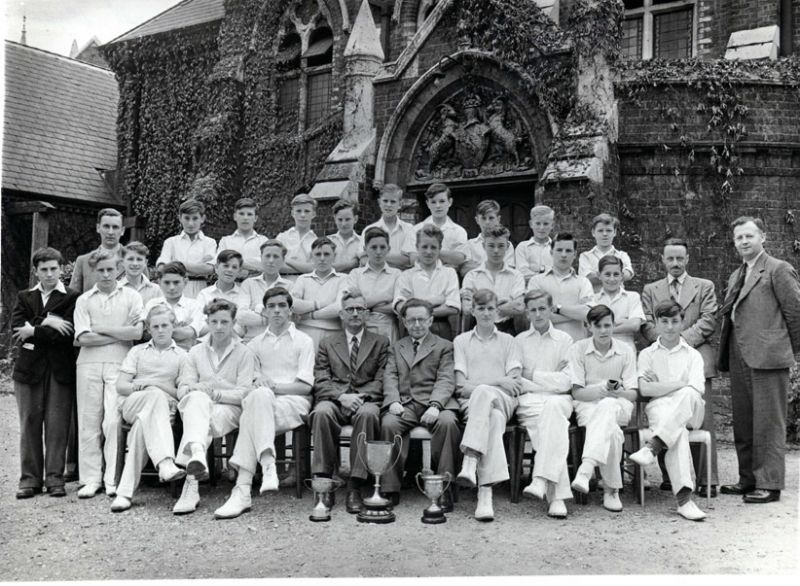 74 VICARS-CRICKET-TEAM-c1948